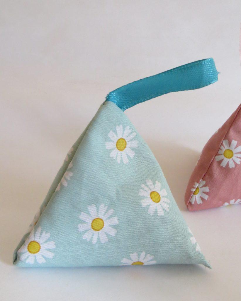 DIY triangle lavender bag