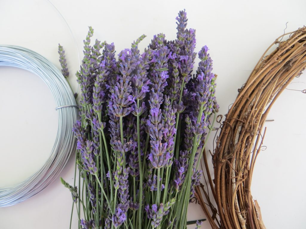 wreath and lavender DIY
